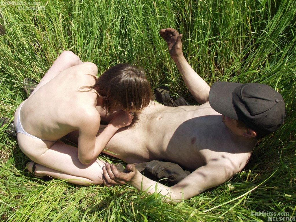 Порно в лесу с бомжом