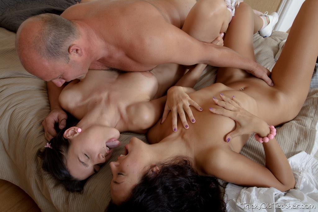 мультяшный ролик секс в троём