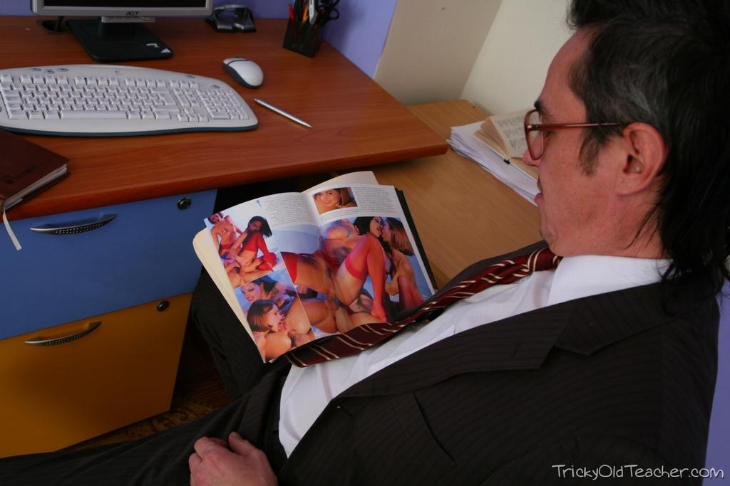 http://img.free4.thepluginz.com/23/photos/zudp5a/IMG_1173.jpg