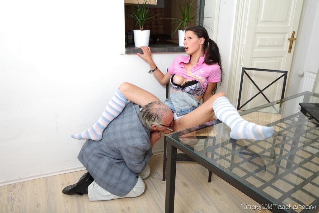 Teen Rusa Es Follada Por El Profe Gordo Y Viejo Poringa