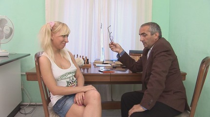 Blowjob from seductive wench with golden haired chick hair