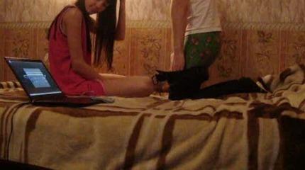 Slutty chick gets screwed in parents bedroom