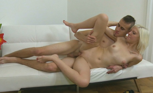 After getting her pussy eaten out by her boyfriend, Daryna goes to give him a blowjob