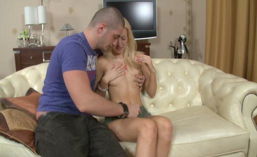 Blondie sucks cock of her guest