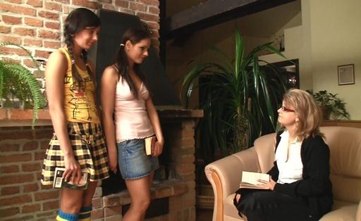 Girls learn clit stimelation washstand hwashstandjob with their teacher