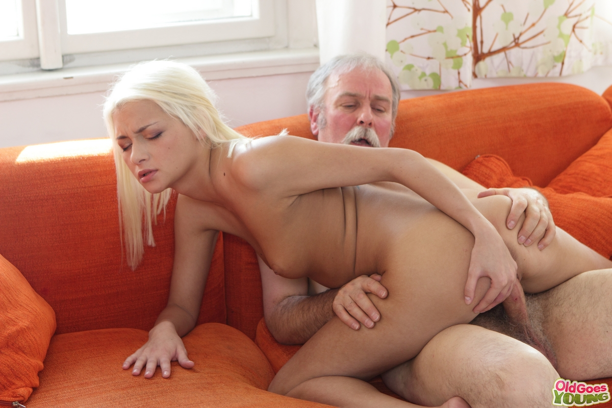 Old guy sucked by an old big breasted woman 3