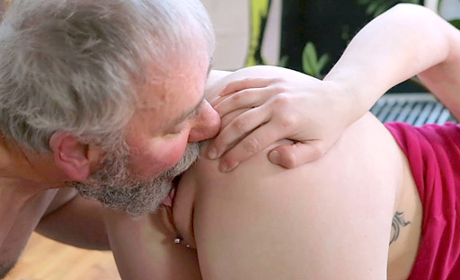 The old goes young guy licked Renata's pussy before fucking her hard