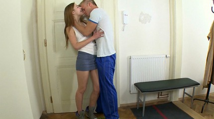 Sindy gets a real good pussy licking before her man fucks her nice and hard for the very first time