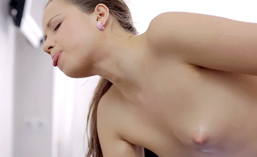 Elen loves nothing better than the feeling of a vibrator on her clit